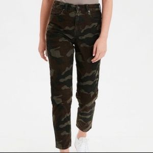 AEO Stretch Mom Jean Pant Corduroy in Green Camo Size 24 High Rise